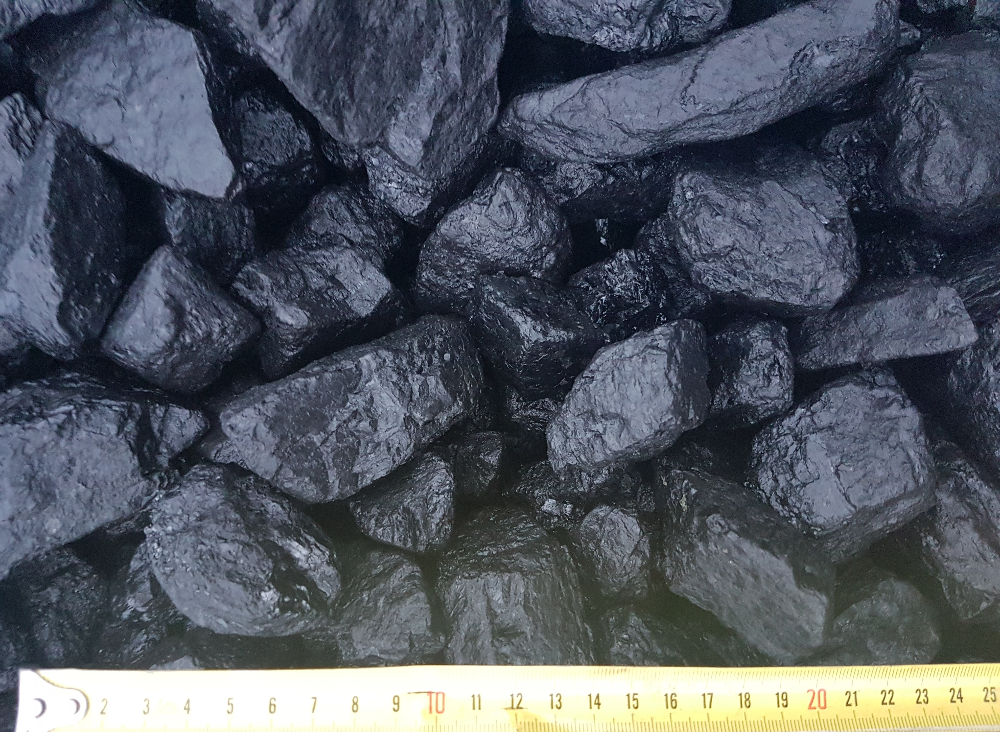 Uhlí černé kostkoořech 2